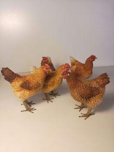El Arte en el Belén: Ariel Mora, realismo, arte y sentimiento Miniature Crafts, Miniature Dolls, Antique Dollhouse, Clay Birds, Quilling 3d, Pet Chickens, Christmas Background, Christmas Inspiration, Farm Animals