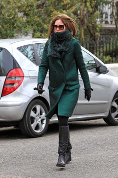 Trinny Woodall Wool Coat - Trinny Woodall battled the chill with a classic green coat during a school run. Green Fashion, Love Fashion, Winter Fashion, Fashion Outfits, Tweed Coat, Wool Coat, Trinny Woodall, London Look, Winter Chic