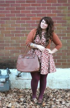 Curvy girl look. Cute dress, cardigan and bag Chubby Fashion, Curvy Girl Fashion, Plus Size Fashion, Plus Zise, Mode Plus, Street Style Vintage, Fall Outfits, Cute Outfits, Look Plus Size
