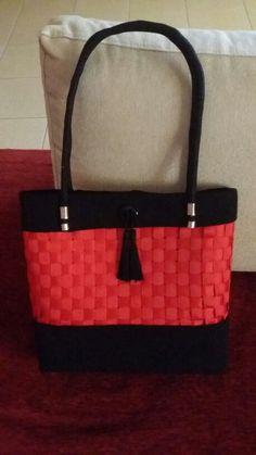Τσάντα με κορδελες  τυλιγμένες σε πλέγμα πλαστικό