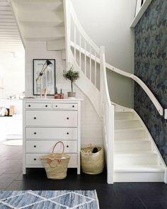 Portaikon alla on kivasti tilaa lipastolle. Sisustuksessa hyviä kontrasteja. Entry Hallway, Under Stairs, Interior Inspiration, Santa Ynez, Architecture, Bed, House, Furniture, Disney
