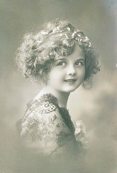 Pretty Edwardian Child Girl Glamour Fantasy original old photo postcard Vintage Children Photos, Images Vintage, Vintage Girls, Vintage Love, Vintage Pictures, Vintage Photographs, Vintage Beauty, Vintage Prints, Vintage Ephemera
