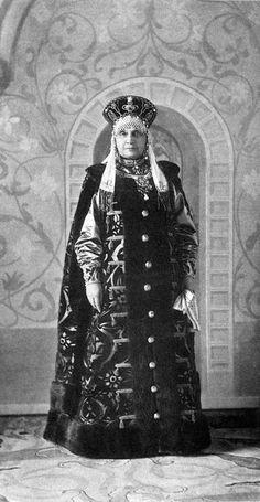 Princess Maria Mikhailovna Golitsyna in 17th-century senior boyarina's attire....148 by klimbims on deviantART