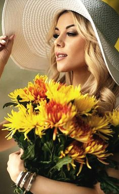 in my dreams Flower Girl Photos, Girls With Flowers, Flower Girls, I Love You Images, Romantic Images, Flower Hats, Studio Shoot, Girl With Hat, Dandelion