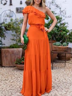 Awesome long orange dress and green bag Beautiful Prom Dresses, Cute Dresses, Party Dresses, Long Casual Dresses, Dresses Dresses, Floral Dresses, Elegant Dresses, Wedding Dresses, Ohh Couture
