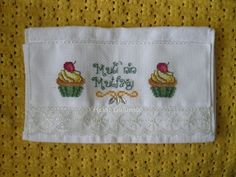 Cross stitch kitchen towel / cupcake (cupcake mutfak havlusu)