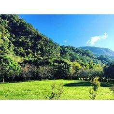 【syaolua】さんのInstagramをピンしています。 《一大早起床為的就是這個景😘👍 天氣超好☀️✨藍天綠地看的眼睛好忙👀根本世外桃源💕☺️ #台灣#奧萬大#森林#藍天白雲#綠油油#美#風景#旅遊#賴小兔不負責任推薦 #taiwan#beautiful#view#sun#sunday#love#like#travel#tour#tourism#awesome#amazing#instagood#happy#mountains#forest#colorful#good#nice#綺麗#大好き》