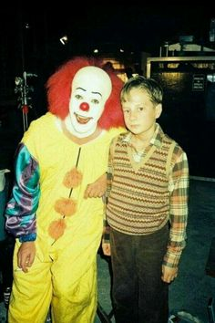 Rare behind the scenes of Stephen King's IT, Pennywise aka Tim Curry enjoying a cigarette. They ALL smoke down here!