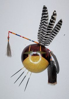 Tribal gourd mask by Cynthia Jones. Gourd mask with carving, dye work, feathers, quills - stylized Crow / Lacota Native Art, Native American Art, Masky, Ceramic Mask, Gourd Art, Ethnic Jewelry, Gourds, Artist At Work, Altered Art