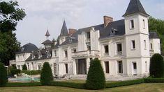 Este castelo tem cinco quartos, casa de hóspedes separada e uma piscina. Localizado na França, está à venda por £ 1,2 milhão (algo em torno de R$ 5,1 milhões)