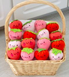 basket full of strawberries canasta llena de fresitas
