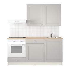 KNOXHULT Küche IKEA Eine komplette Küche mit Arbeitsplatte, Regalen, Schubladen, Spüle, Mischbatterie und Siphon.
