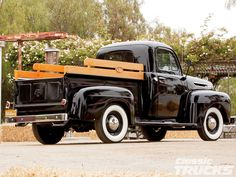 Ford F1 Truck Show | 1948 Ford F1 Rear Photo 2 Antique Trucks, Vintage Pickup Trucks, Antique Cars, Vintage Cars, 1948 Ford Truck, Old Ford Trucks, New Trucks, Cool Trucks, Station Wagon