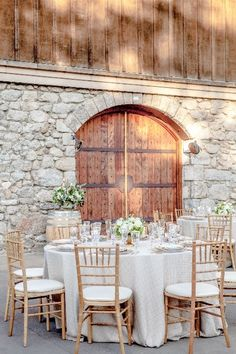 Madrone Estate Winery || Dining #milestoneeventsgroup Photographer: @suzannekarp5 Rentals: @brightrentals