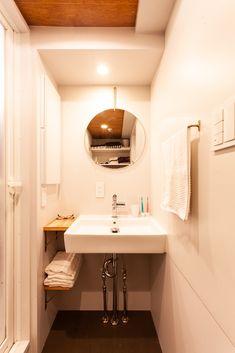 シンプルな洗面台。収納は横に。  #K様邸氷川台 #洗面台 #洗面 #洗面水栓 #混合水栓 #サンワカンパニー #KXS47-13-VWTA01049 #洗面ボウル #ラバンディーノアンコーナ #WA02081 洗面収納 #Pタイル#張り天井 #EcoDeco #エコデコ #リノベーション #renovation Sink, Vanity, Bathroom, Home Decor, Sink Tops, Dressing Tables, Washroom, Vessel Sink, Powder Room