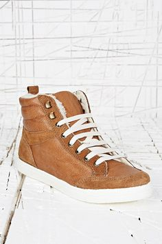 Archie Tan Fur Lined Trainers chez Urban Outfitters