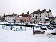 farm houses winter scenes | Heybridge Basin, The Old Ship and Lockview cottages | Flickr - Photo ...