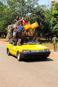 Africa | 'crowdy car!' Central African Republic |  ©  Luca Gargano.