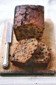 Sissi, proprio così, bollito! Questo dolce è inglese e si chiama, appunto, boiled cake, semplicemente perché prima di infornarlo si fanno bollire la quasi...