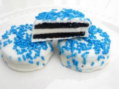 Blue Oreos - 1 Dozen Cookies for hanukah Hanukkah Cards, Hannukah, Holiday Cookies, Holiday Treats, Hanukkah Traditions, Winter Treats, Birthday Candy, Candy Cakes, How Sweet Eats
