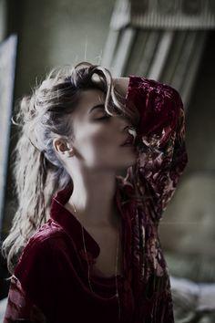 mitt i den kallaste av vintrar, fick jag ord sända till mig från en vacker en. ord som ekade för oss båda, om vad vi valt, o...