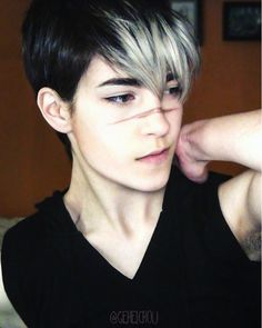 voltron Shiro cosplay AHHHHH ITS SO GOOD AND HE'S SO CUTE! I regret nothing.