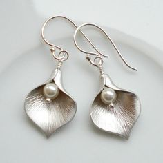 Calla Lily Earrings | hardtofind.