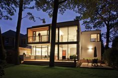 House on the Bluffs by Taylor Smyth Architects in Scarborough, Ontario, Canada.