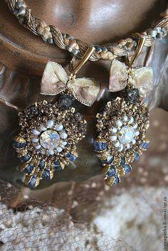 """Купить Серьги """"Mademoiselle"""" - золотой, голубой, серьги, орден, вышивка ручная, Сваровски, хрустальные бусины"""