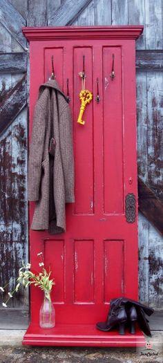 Knager på dør// Old door turned into coat hanger/hall tree - DIY at Funcycled Furniture Projects, Diy Furniture, Diy Projects, Furniture Design, Diy Coat Rack, Coat Racks, Door Coat Hanger, Door Hangers, Porte Diy