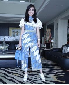 Kulot Batik, Batik Kebaya, Blouse Batik, Batik Dress, Stylish Dresses, Cute Dresses, Fashion Dresses, Traditional Fashion, Traditional Dresses