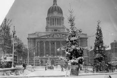 Festive looking Old Market Square Nottingham 1952 - - credit Ed Dexter Council Estate, Nottingham City, History Photos, Back In The Day, Cool Photos, Amazing Photos, Photo Credit, The Past, Old Things