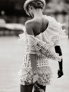 "lelaid: ""Karolina Kurkova by Peter Lindbergh for Harper's Bazaar, January 2003 "" Style Fille Cool, Cool Girl Style, My Style, White Fashion, Love Fashion, Girl Fashion, 2000s Fashion, Fashion Shoes, Peter Lindbergh"