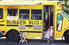 The Burger Bus Santa Barbara and The Gourmet Food Truck Phenomenon. Now this is a fab idea for the evening food at a summer wedding. Food Truck For Sale, Mobile Food Trucks, Street Food Market, Food Truck Business, Sno Cones, Food Vans, Meals On Wheels, Yellow Foods, Coffee Truck