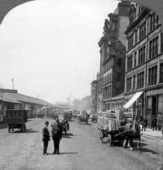 Glasgow street 1910 love the policeman standing in the foreground Scotland History, Glasgow Scotland, Scotland Travel, Old Images, Old Photos, Glasgow Architecture, Places Of Interest, British History, Britain