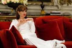The Tourist, 2010 Costume design: Colleen Atwood floor length white silk evening dress - worn by Angelina Jolie in the role of Elise Ward The Tourist Angelina Jolie, Angelina Jolie Movies, Angelina Jolie Style, Colleen Atwood, Freddy Cole, Tourist Costume, Glamour, Dress Images, Nicole Richie