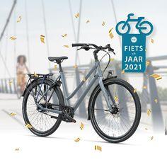 DeBatavusDinsdagExclusivePlusis door de RAI Vereniging uitgeroepen totFietsvan hetJaar 2021. DewinnendeBatavus DinsdagExclusivePlusis déallround stadsfiets met onderhoudsarme riemaandrijving. Hijbiedtdebestecombinatie van comfort en veiligheid.Het slanke, lichte frame geeftiedere fietserhet vertrouwen om snel en wendbaar te bewegenop de fiets.De Dinsdagis uitgerust metnaafversnelling om soepel te schakelenendynamischedagrijverlichtingom altijd zichtbaar te zijn in h Bicycle, Motorcycle, Bike, Bicycle Kick, Bicycles, Motorcycles, Motorbikes, Choppers