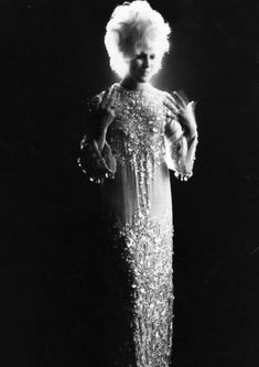 Dusty Springfield on stage circa April, 1969 Soul Singers, Female Singers, Call Dusty, Dusty Springfield, Pop Hits, Billboard Hot 100, Sing To Me, Best Rock, The A Team