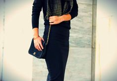 oversised scarf, vintage bag http://pearlsandrosesdiary.blogspot.gr/2014/10/simplicity-is-key.html