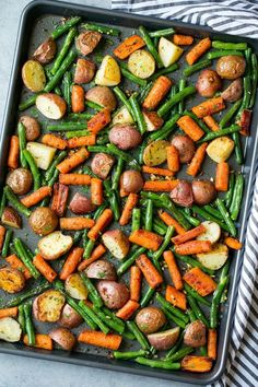 cooking Classy Roasted Garlic - Garlic Herb Roasted Potatoes Carrots and Green Beans (Cooking Classy). Roasted Potatoes And Carrots, Carrots And Green Beans, Roasted Veggies In Oven, Roasted Vegetables Seasoning, Oven Roasted Green Beans, Baked Green Beans, Baked Vegetables, Green Beans In Oven, Roasted Green Vegetables