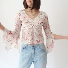 💮🉐💮 Beautiful vintage gathered double layer hippy top with cropped bell sleeves & lovely floral print all over 💮🉐💮 size In Like New condition, no flaws. Instant buy is on! Floral Tops, Floral Prints, Hippie Tops, Hippy, Long Sleeve Tops, Bell Sleeves, Layers, Flaws, Stuff To Buy