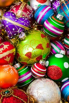 Pile of beautiful ornaments:スマホ壁紙