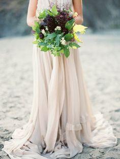natural-foraged-wedding-bouquet