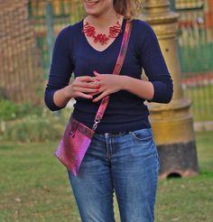 Collar de cuero rojo. Anillo Moebius - Colleción plata. Cartera rosa. Style, Fashion, Pink, Red Leather, Leather Necklace, Jewelry Making, Fashion Accessories, Silver, Swag