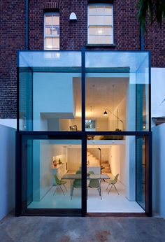 Residential Architecture: Hoxton House by David Mikhail Architects Glass Extension, Rear Extension, Brick Extension, Extension Google, Extension Ideas, Terraced House, Architecture Résidentielle, Installation Architecture, Architecture Portfolio