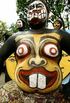 indonesia-performer-in-body-paint-topeng-festival.jpg 338×500 pixels