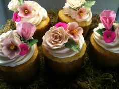 Edible flower set for cakes or cupcakes by JeanMarieCakeDesign, $25.00