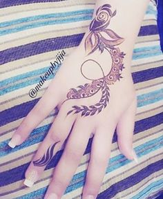 Finger Henna Designs, Arabic Henna Designs, Unique Mehndi Designs, Beautiful Mehndi Design, Simple Mehndi Designs, Henna Tattoo Designs, Beautiful Patterns, Mehndi Art, Henna Art