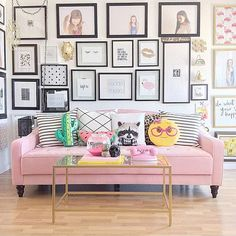 I am in love with every bit of this space from @tlee79 I mean that couch and that gallery wall is just on another level for me! Thanks for using #myclassyclutter
