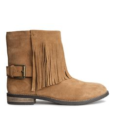 Fringed suede boots. #HMSHOES #HMPREMIUMQUALITY